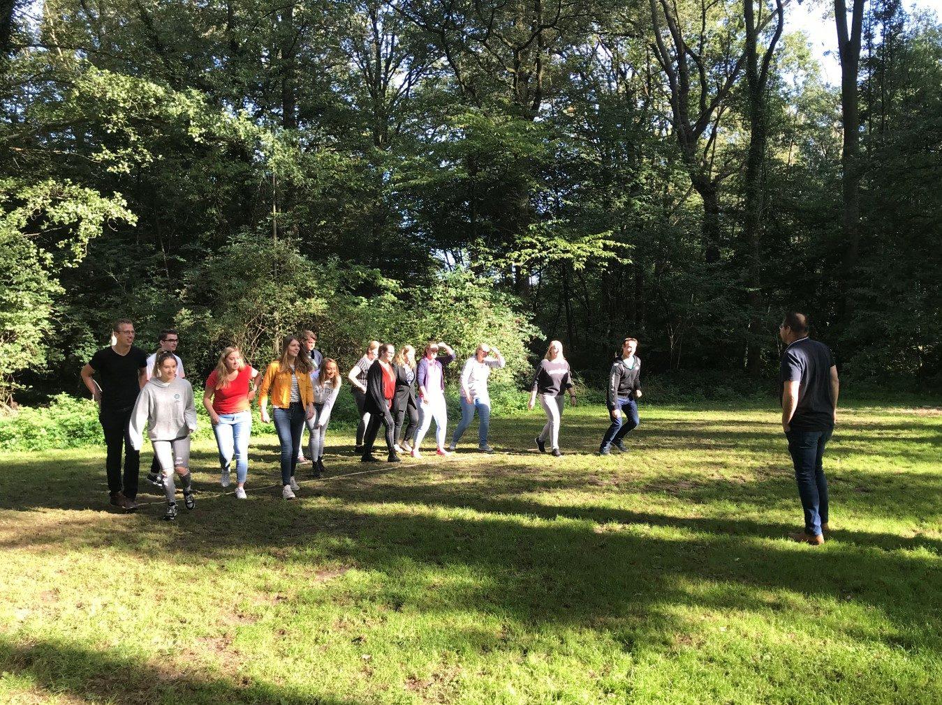 Deelnemers aan de Introductiecursus tijdens een activiteit