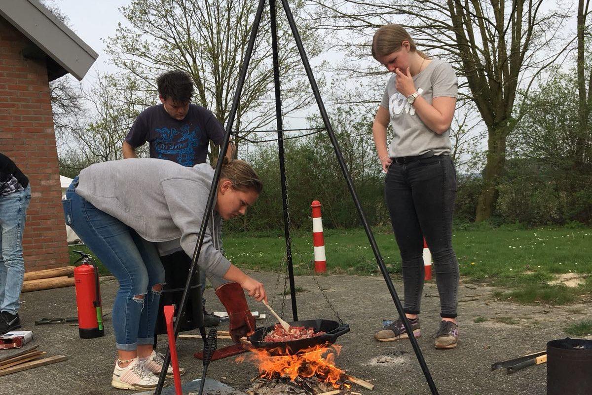 Deelnemers aan de Kamp/bivakcursus tijdens een activiteit